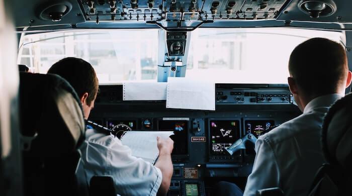 piloter - välbetalda jobb med kort utbildning - roliga jobb med bra lön